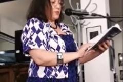 Поезия, скрита във фантастичен роман